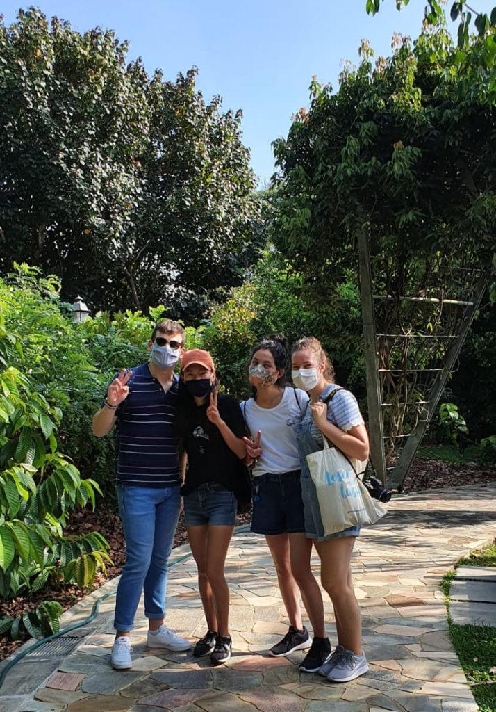 Drei Boarders und Milena in den Botanischen Gärten in Singapur